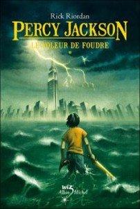 Percy Jackson, tome 1 : Le Voleur de foudre de Rick Riordan dans Avis littéraires couv8986425-202x300